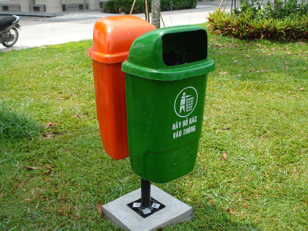 Thùng rác công cộng đôi